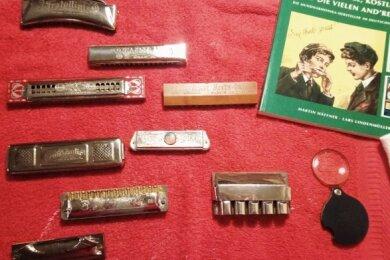 Zufallsfund 1: Mundharmonikas aus Klingenthal und Wien. Sie lagerten in einem Zwotaer Keller. Vor allem das Holzexemplar eine Rarität.