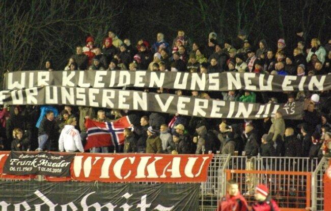 """<p class=""""artikelinhalt"""">Mit Sprüchen wie diesen zeigten Zwickauer Fans am Freitagabend, dass in so manchem eine rechte Gesinnung steckt. </p>"""