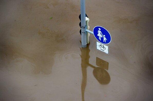 Höchststand erreicht: Mehr Wasser wird in Dresden nicht kommen.