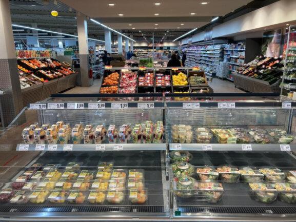 Der neue nahkauf Schneeberg mit einladender Frischetheke und auch einer große Auswahl an Convenience Food Artikeln