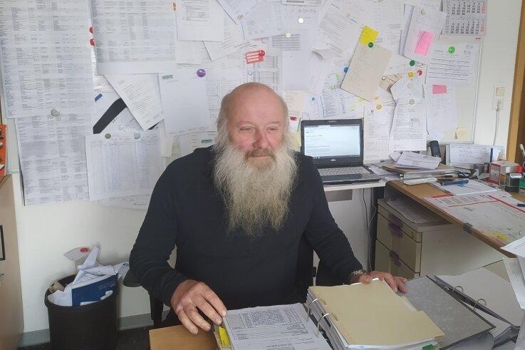 Ein Berg an Arbeit: Trotz der vielen Aufgaben verliert der Saydaer Vereinschef Matthias Neubert nicht den Überblick.
