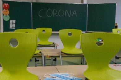 Mittelsachsens Schulen dürfen die Stühle wieder auf den Boden stellen, Schüler dürfen wieder in die Klassenräume zurückkehren. Denn mit Dienstag lag die Sieben-Tage-Inzidenz seit fünf Werktagen unter 165.