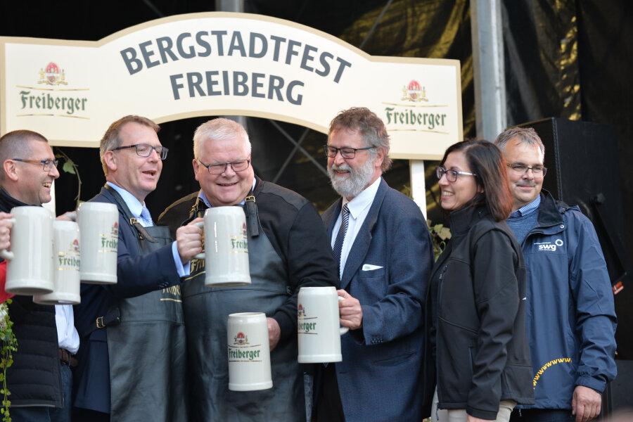 Freibergs Oberbürgermeister Sven Krüger (SPD) am Donnerstagabend das 33. Bergstadtfest eröffnet.