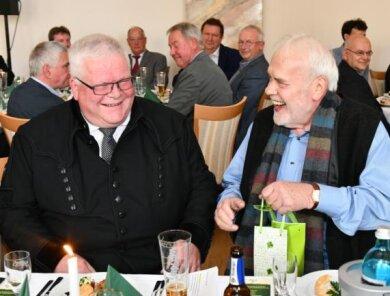 Michael Eßlinger (links) und Gunther Emmerlich zur Verabschiedung im Brauhof Freiberg.