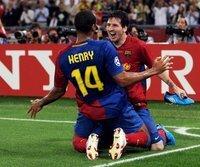 Lionel Messi und Thierry Henry jubeln über das 2:0