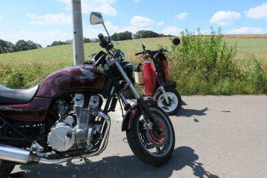 Bei einem Zusammenstoß zwischen einem Moped und einem Motorrad im Hartensteiner Ortsteil Zschocken sind am Donnerstagnachmittag beide Fahrer verletzt worden.