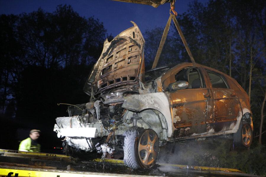 Mercedes vollständig ausgebrannt