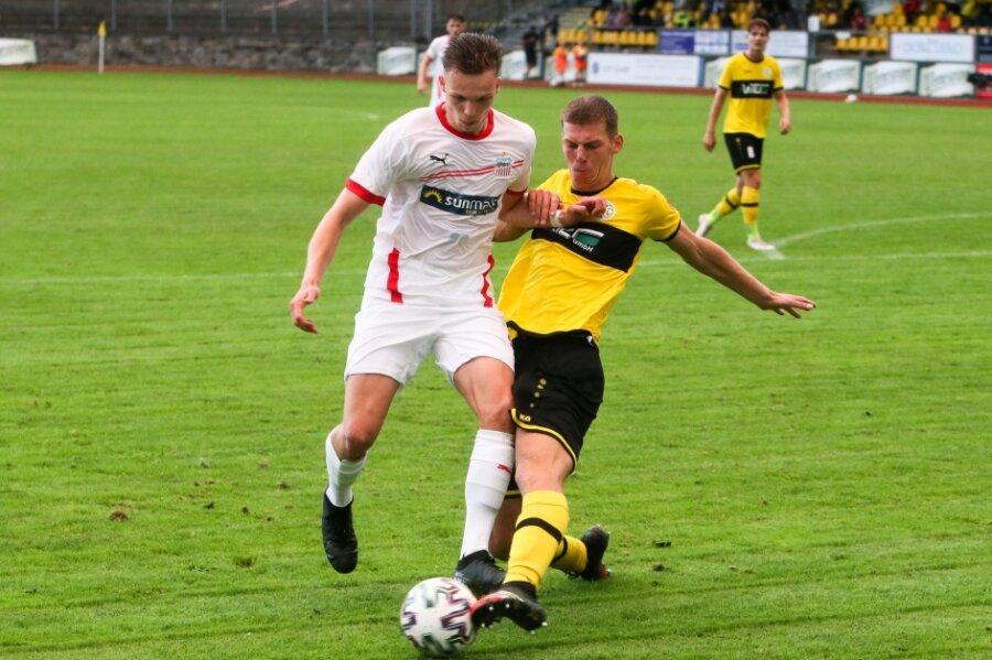 Die Bilanz von Tobias Stoßberger (14, Zwickau), hier im Bild mit Tom Ronny Fischer (25,Plauen), kann sich sehen lassen.