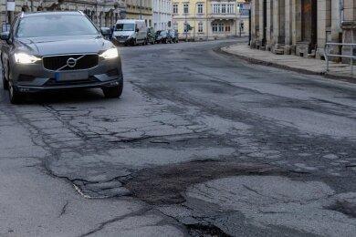 Die Straße der Einheit ist eine der dringend sanierungsbedürftigen in der Stadt Annaberg-Buchholz. Der Ausbau steht auch auf der Agenda der Verwaltung - ist aber ohne Fördermittel nicht zu realisieren.