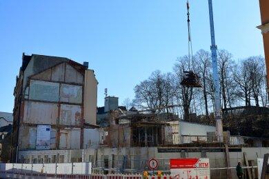 Die ersten Mauern der neuen Mittweidaer Stadtbibliothek stehen. Weitere Aufträge für den Bau sind nun vergeben worden.