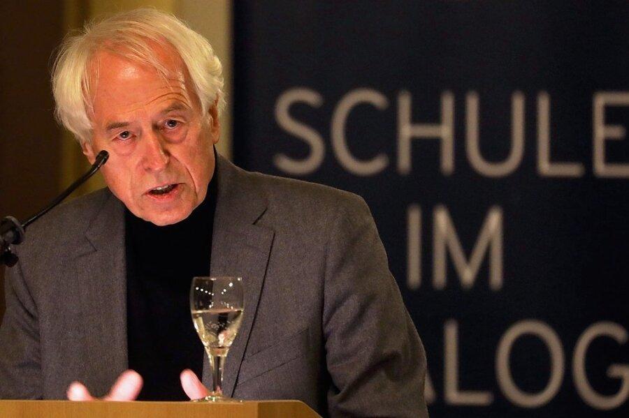 Kam in sechs Stunden im Zug von Wiesbaden nach Zwickau, um mit Schülern über Politik zu diskutieren: der Politikprofessor Jürgen W. Falter.