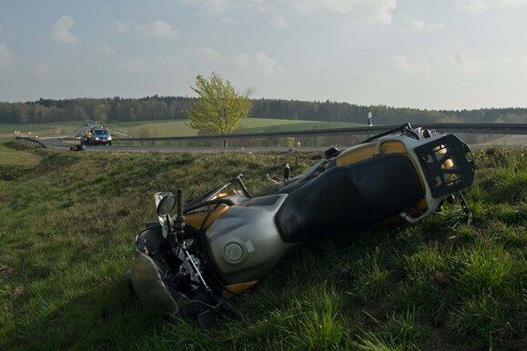 Zwei Verletzte nach Motorrad-Unfall auf der B101