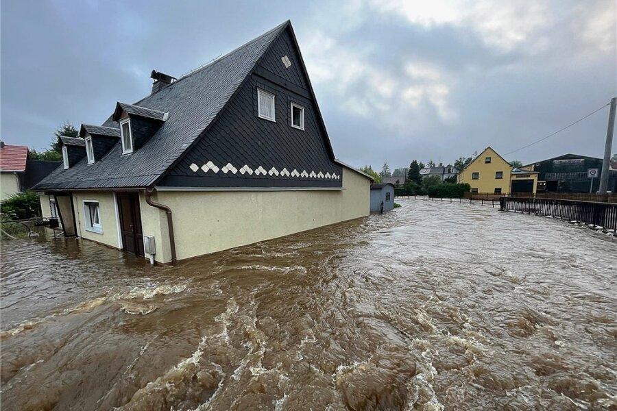 Haus unter: Diesmal traf es unter anderem Ostsachsen - hier Neukirch im Landkreis Bautzen.