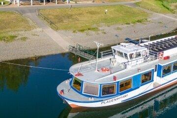 """Das Motorschiff """"Plauen"""" am Ankerplatz. Die Fahrgastzahlen sind zurückgegangen."""