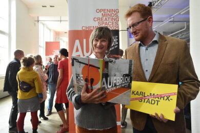 Oberbürgermeisterin Barbara Ludwig und Kulturbetriebsleiter Ferenc Csák erläutern im Gewerbepark Wirkbau die Schwerpunkte der Bewerbung um den Titel Kulturhauptstadt Europas 2025.