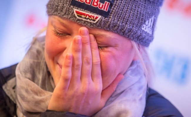 Miriam Gössner (23) gibt unter Tränen bekannt, dass sie nicht nach Sotschi zu den Olympischen Winterspielen fährt.