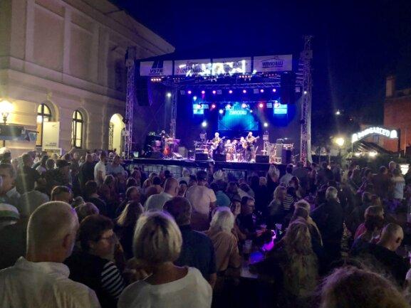 Auch auf der Bühne am Domhof ging die Stadtfete am Freitag los.