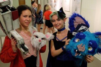 Mangas, die japanischen Zeichentrickfilmfiguren, faszinieren: Selbst die Kostüme werden aufwendig nachgestaltet. Isabel Heinze (r.) hat am Gymnasium Stollberg sogar eine Manga-AG gegründet.