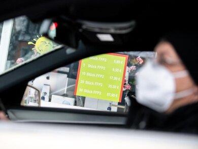 Kommt eine «Mitführpflicht» von Mund-Nase-Bedeckungen im Auto?.