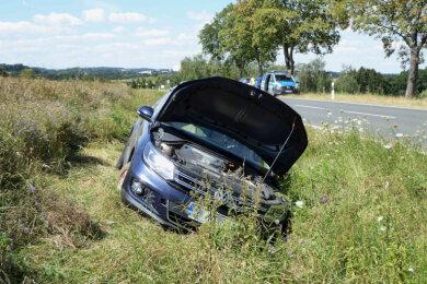 Bei einem Unfall auf der Bundesstraße 173kurz vordemLichtentanner OrtsteilSchönfels ist am Mittwochvormittag eine Person leichtverletzt worden.