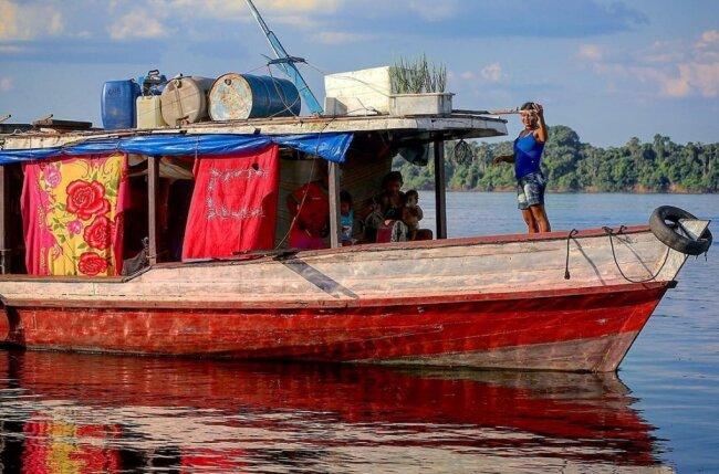 Wasserverkehr auf dem Amazonas.