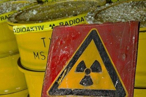 Gelbe Fässer für Atommüll - wo sollen sie ab 2050 endgelagert werden? In Sachsen sind derzeit etliche Gebiete ins Visier geraten.