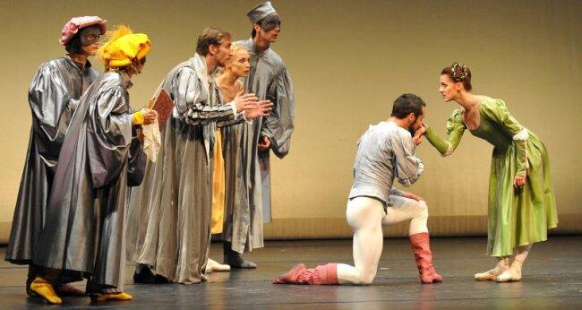 """König Albert Theater Bad Elster -- Das Semper Oper Ballett weilte am Freitag zur Gala-Vorstellung in Bad Elster. Im Foto: Szene aus """"Der Widerspenstigen Zähmung"""" (1. Akt 3. Bild)"""