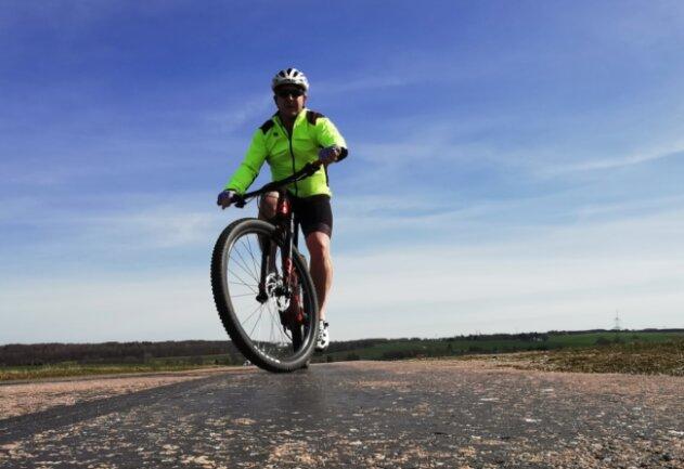 Endlich wieder auf dem Rad: Redakteur Thomas Reibetanz während einer kleinen Tour.