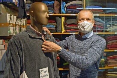 Tino Bellmann hat sich der Initiative mit seinem Herrenausstatter-Geschäft angeschlossen, wenngleich die Nachfrage bescheiden bleibt.
