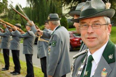 Zu den 35 Mitgliedern des Schützenvereins in Lauenhain gehört auch Ortsvorsteher Christian Jacob (Für Crimmitschau).