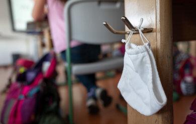 Vor dem Hintergrund der anhaltend hohen Infektionszahlen mit dem Coronavirus verschärft der Freistaatdie Corona-Regeln an Schulen und Kindertagesstätten in Sachsen.