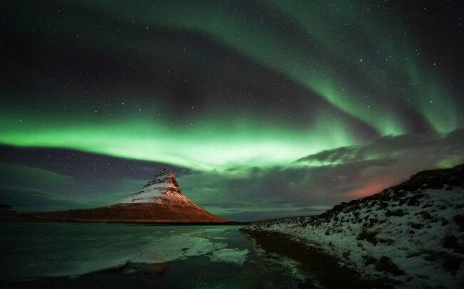 Das Thema Nord- oder Polarlichter ist bei der Tagung der Amateurastronomen in Rodewisch behandelt worden. Im Bild ist eine solche Erscheinung am isländischen Berg Kirkjufell festgehalten worden.