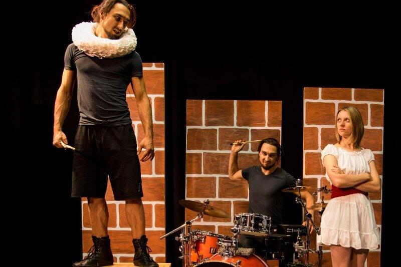 """Das Stück """"Neinsagen"""" thematisiert den Kampf zwischen Freiheit und Pflicht."""
