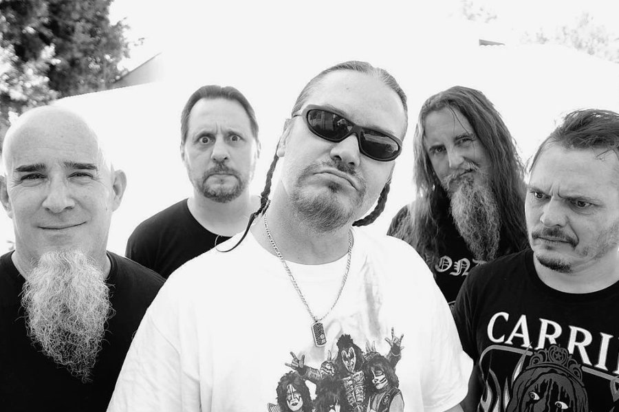 Scott Ian (Gitarre), Dave Lombardo (Drums), Mike Patton (Gesang), Trey Spruance (Gitarre) und Trevor Dunn (Bass, von link) bilden die aktuelle Besetzung der Experimentalband Mr. Bungle.