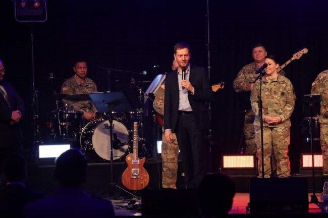 Ministerpräsident Michael Kretschmer auf der Bühne in Frankenberg.