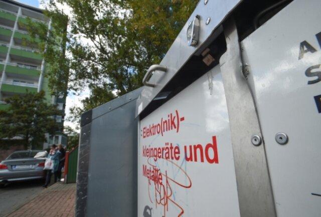 Elektroschrott-Container an der Brückenstraße zählten in der Vergangenheit zu jenen, die häufiger aufgebrochen wurden.