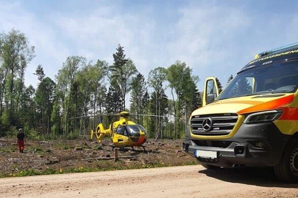 Radfahrer liegt bewusstlos im Zellwald - Hubschrauber im Einsatz
