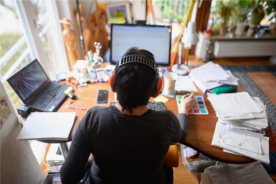 Firmen müssen ihren Beschäftigten vorerst bis Mitte März die Möglichkeit geben, zu Hause zu arbeiten, sofern die Tätigkeiten das zulassen und dem keine wirklich zwingenden Gründe entgegenstehen.