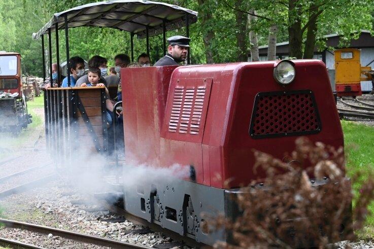 Die Saison im Sächsischen Eisenbahnmuseum startete pandemiebedingt erst Ende Mai. Am vergangenen Wochenende lockten die Feldbahntage viele Besucher an.