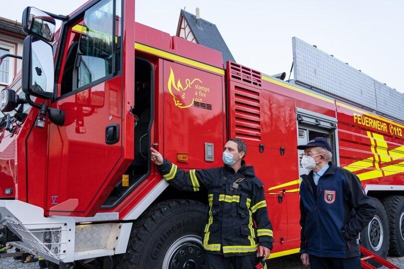 Feuerwehr Auerbach stellt XXL-Löschfahrzeug in Dienst