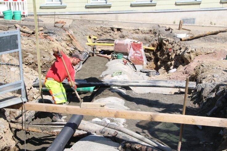 Mit der Erneuerung des Bachdurchlasses unter der Chemnitzer Straße geht in Grünhainichen die Beseitigung der Hochwasserschäden von 2013 zu Ende.