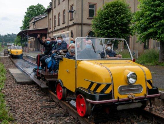 Vom Rochlitzer Bahnhof aus fuhren die Schienentrabis im vergangenen Jahr auf der Strecke der Muldentalbahn bis nach Penig.