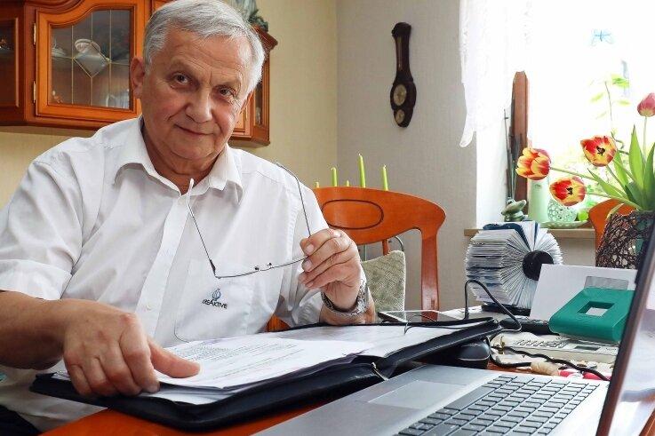 Heinz Dietzsch bei Vorbereitungen für die geplante Unternehmerreise. Das Interesse bei Firmen hält sich bisher jedoch in Grenzen.