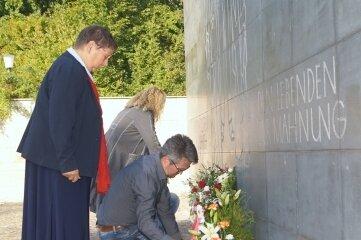 Kranzniederlegung am Ehrenmal für die Opfer des Faschismus in Zwickau.