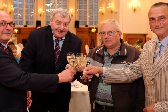 """Lutz Lorenz, Christian Bönhoff, Peter Friese und Reinhardt Pester (v. l.) erhielten nun die Ehrennadel """"Schwarzenberger Edelweiß"""" 2020."""