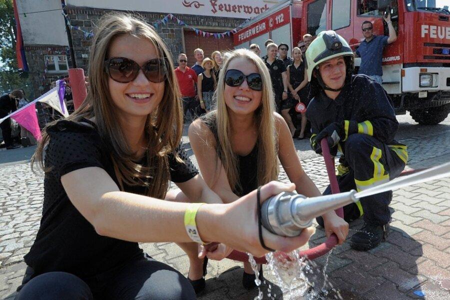 Ein Rückblick in die Zeit vor der Pandemie: Rund um das Depot wurde beim Niederfrohnaer Feuerwehrfest jedes Jahr ausgelassen gefeiert - so wie 2014, als es am Festwochenende besonders heiß war.