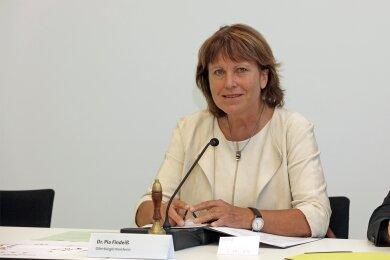 Zwickaus OB Pia Findeiß bei der ersten Sitzung des neuen Stadtrates.