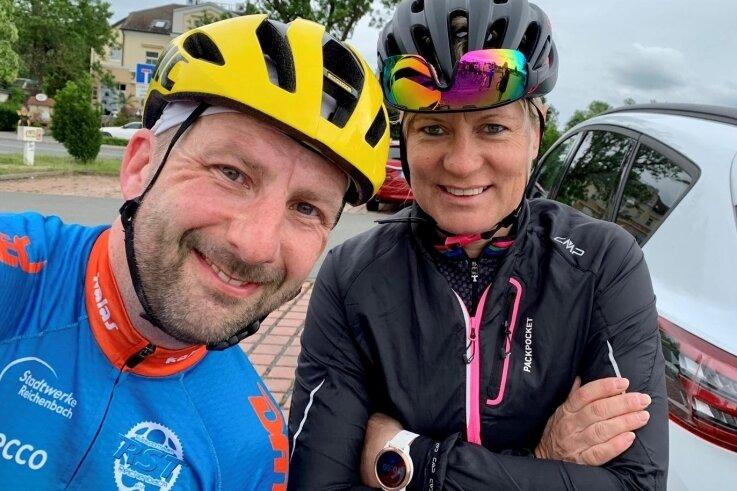 Das vor Corona entstandene Foto zeigt Stefan Hanußek mit Thüringentour-Direktorin Vera Hohlfeld vor einer gemeinsamen Trainingsfahrt.
