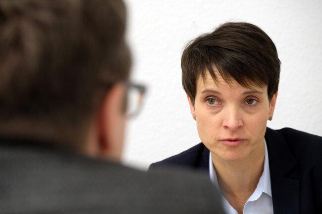 """Frauke Petry gestern in ihrem Leipziger Büro im Gespräch mit der """"Freien Presse"""". Heute nimmt sie erstmals im Bundestag Platz."""