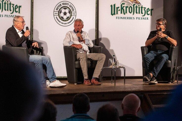 Talkrunde mit den Fußball-Kulttrainern der DDR Ede Geyer (l.) und Hans Meyer (r.) in Cossen.